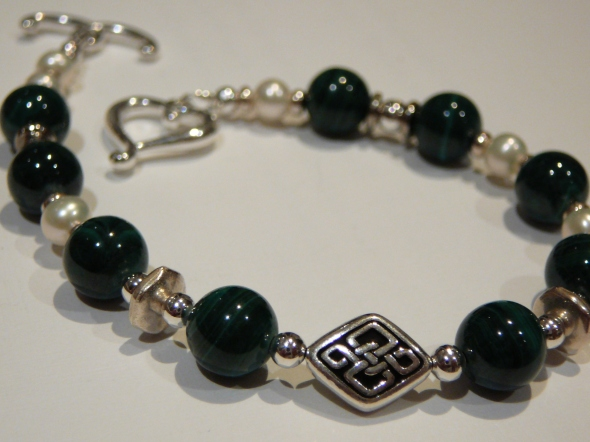 Malachite and pearl bracelet